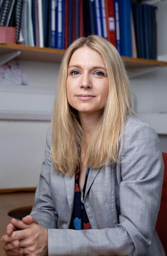 Dr Louise  Boyle