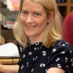 Dr Naomi  McGovern